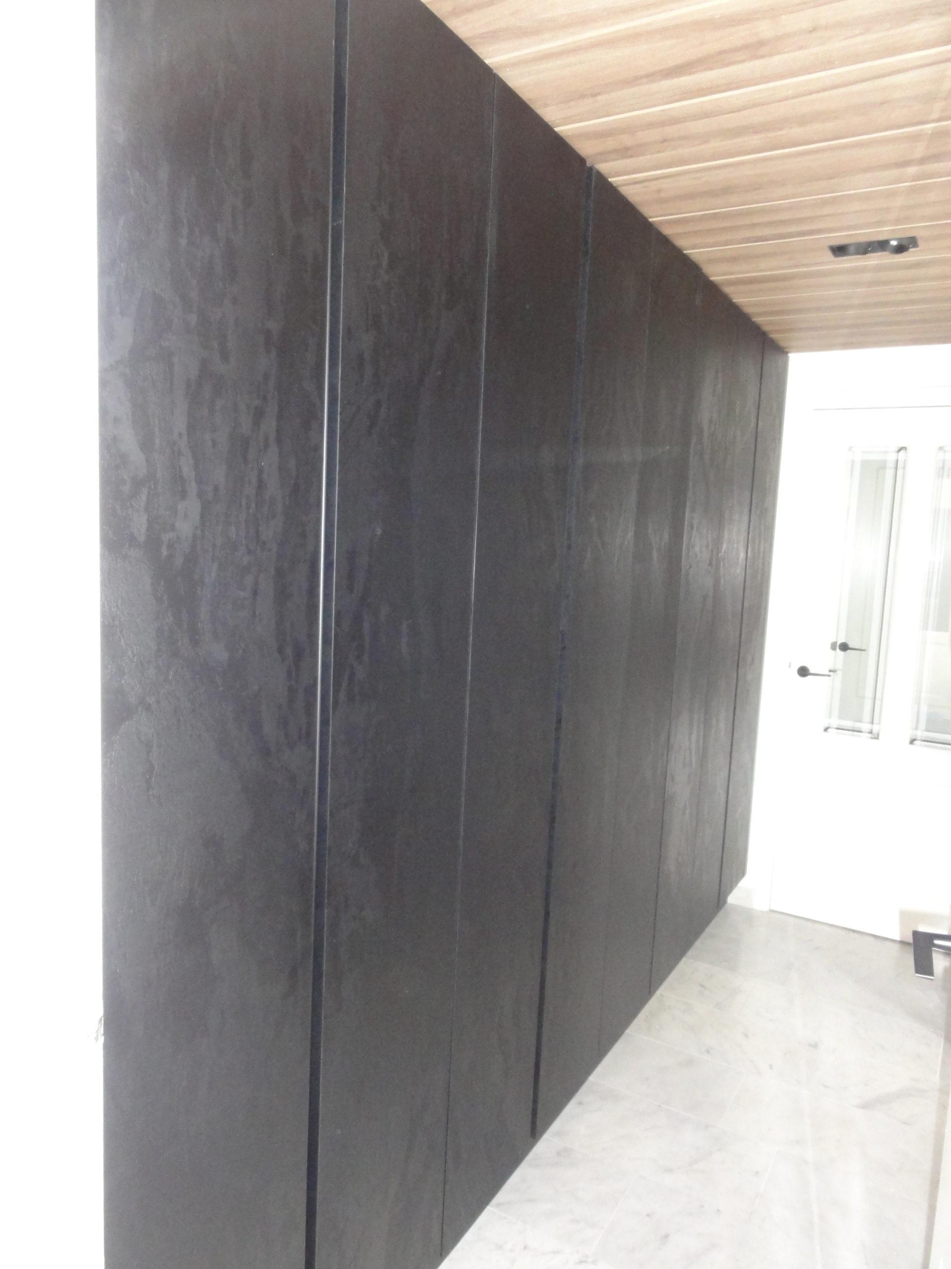 Kastenwand in moderne keuken